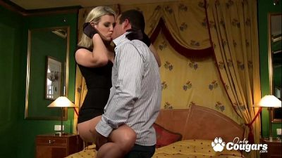 Tall Blonde MILF Fills Her Butthole With Some L…