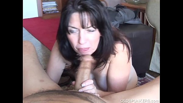 Cock hungry old spunker gives an amazing sloppy…